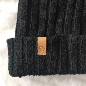 d08fa0dd011 Fjallraven Accessories - NWOT Fjallraven Byron Hat Thin - Black